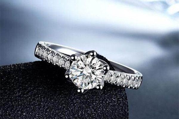 3克拉钻石多大 买钻石看什么  第3张