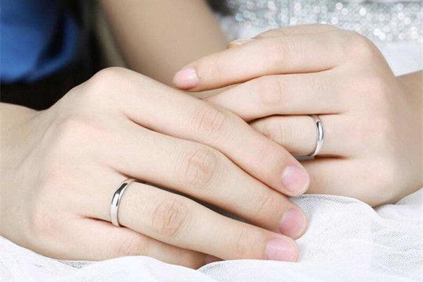 结婚男方戒指谁买  第2张