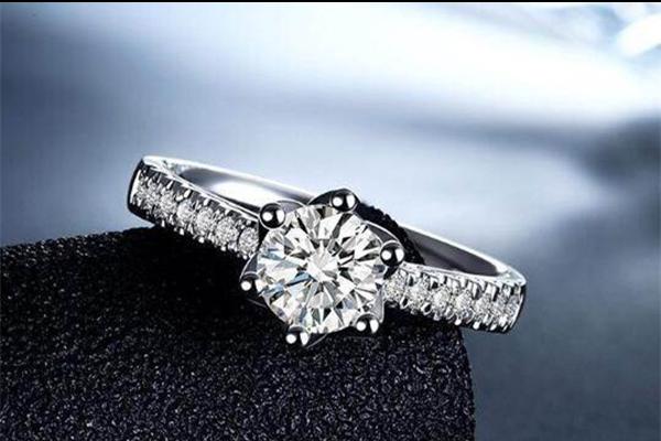 钻石怎样鉴别  第1张