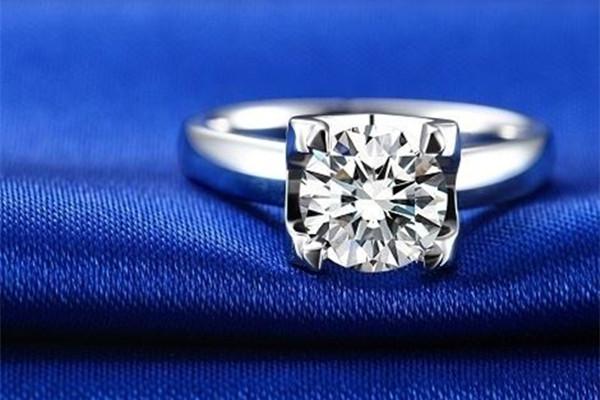 结婚钻戒带哪个手