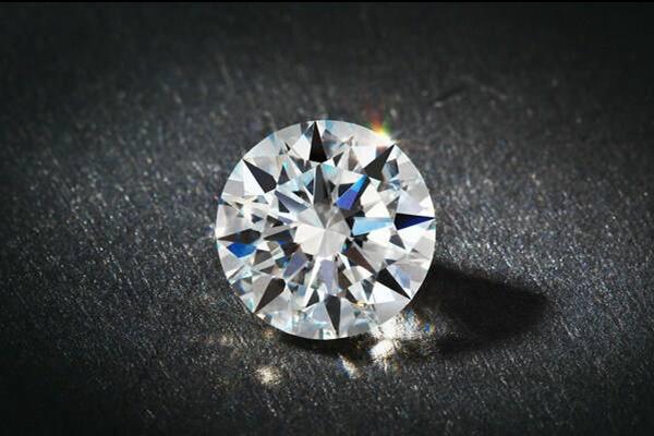 1克拉钻石等于多少分 钻石买多大的合适