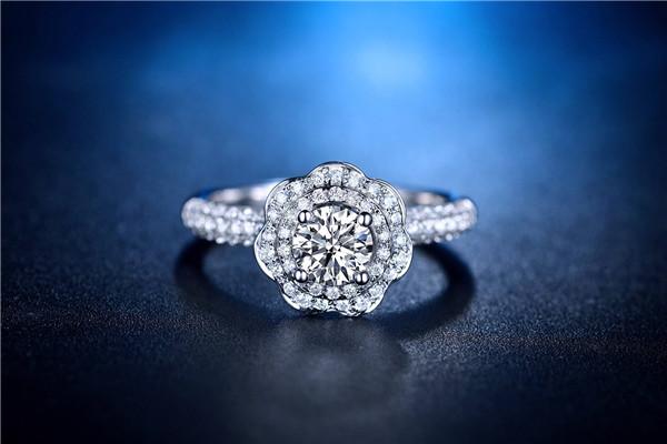 白金能镶嵌钻石吗