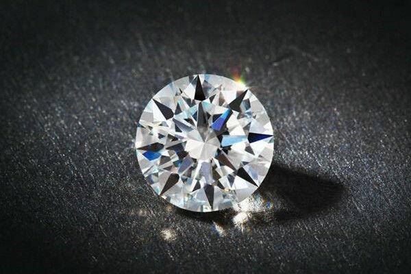 如何区别钻石和莫桑石  第2张