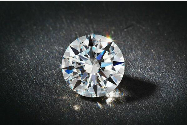 如何鉴别钻石好坏