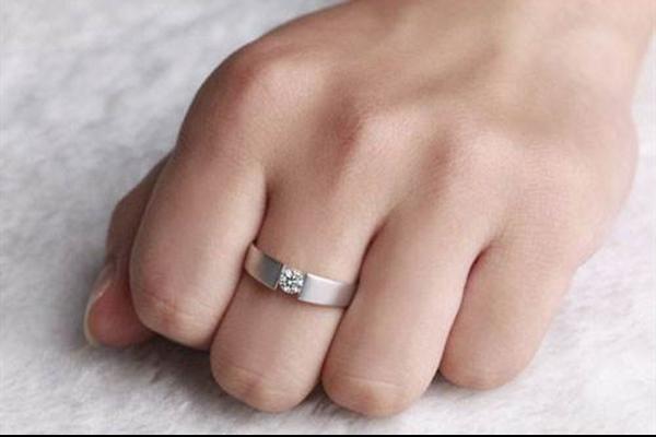 订婚需要订婚戒指吗  第1张