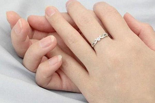 订婚需要订婚戒指吗  第2张