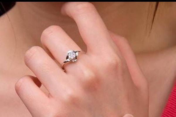 婚戒一般什么时候买 如何挑选婚戒
