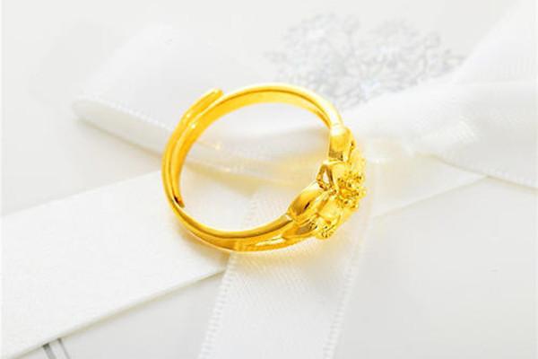 黄金戒指可以刻字吗  第1张