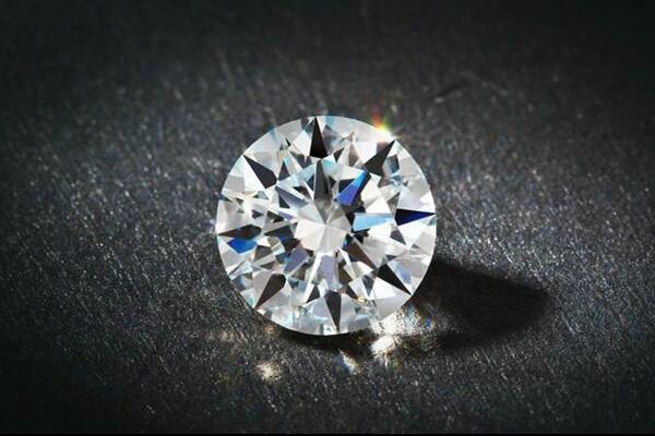 如何看钻石的切工  第1张