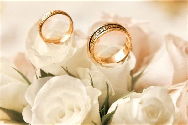 热恋的情侣戒指怎么戴  第2张