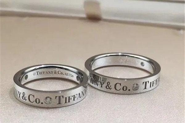 热恋的情侣戒指怎么戴  第6张