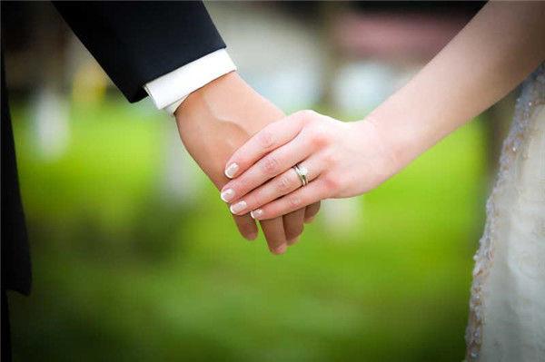 结婚是买钻戒还是对戒  第2张