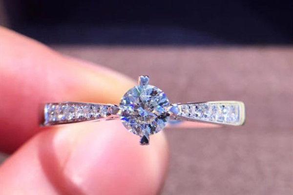 怎样分辨钻石的真假  第5张